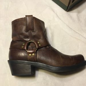 Cabela's Women's Harness Boot Size 8.5 Never worn